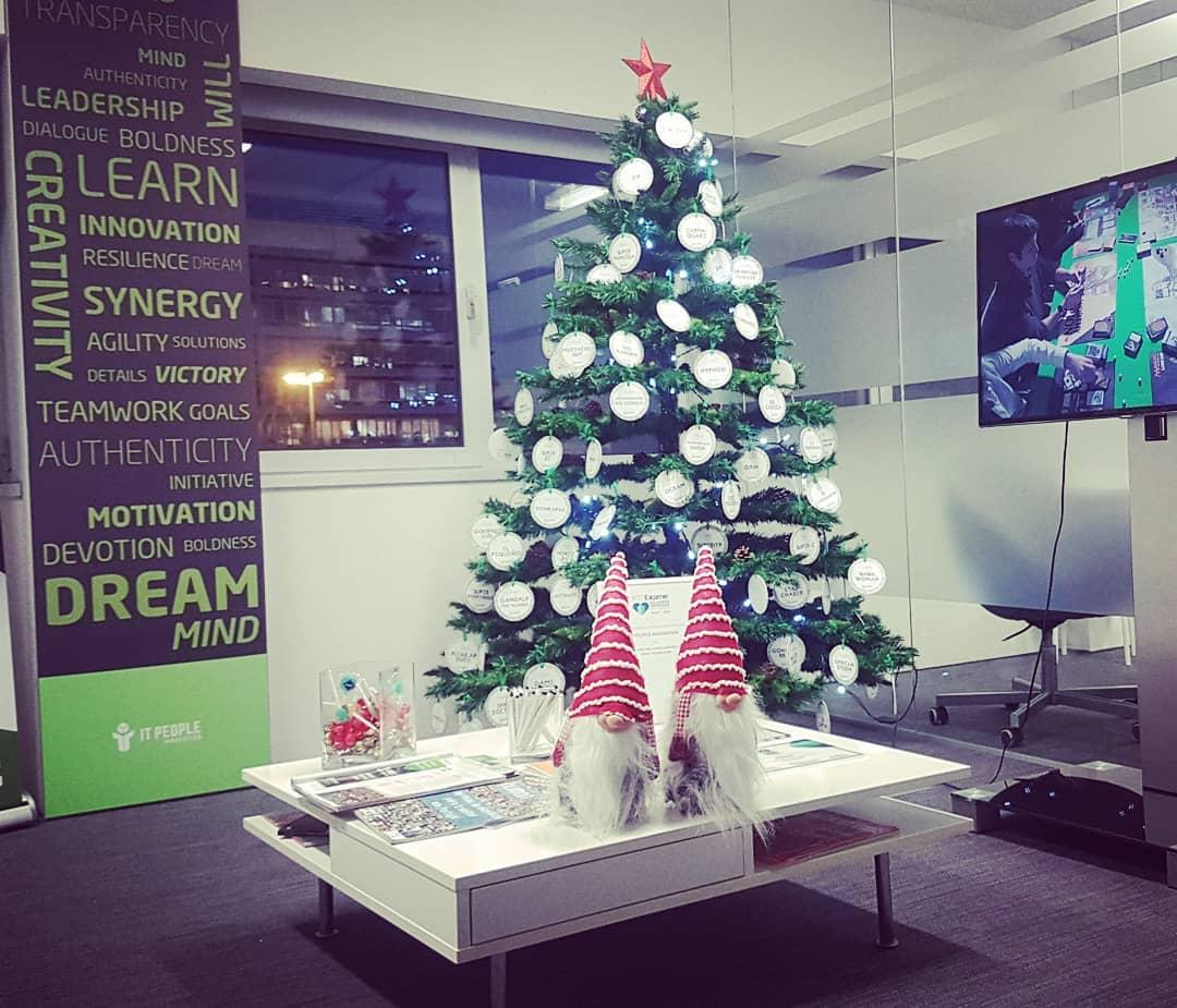 Pinhiero de Natal - Christmas Tree - Arbol de Navidad - IT People Innovation